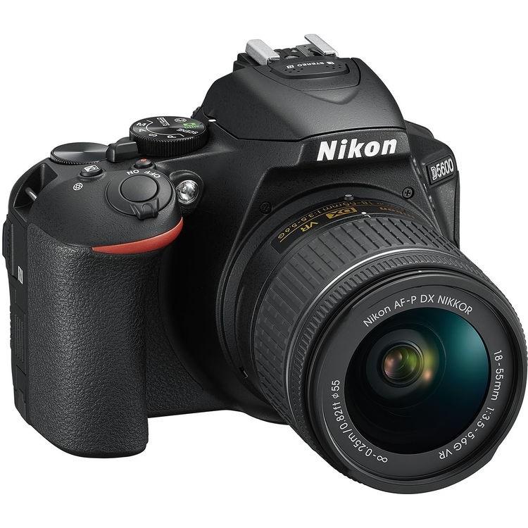 Câmera DSLR Nikon D5600 com lente AF-P 18-55mm VR