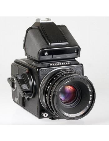 Câmera analógica médio formato Hasselblad 501C com lente Planar 80mm C f2.8 T* + Visor com fotômetro - USADA